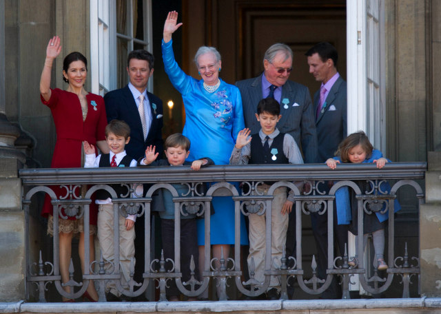Crown Princess Mary, Crown Prince Frederik, Queen Margrethe II, Prince Henrik, and Prince Joachim with the next generation, on the Queen's 70th birthday in 2010. Photo by Bill Ebbesen, used under a Wikimedia Creative Commons license.