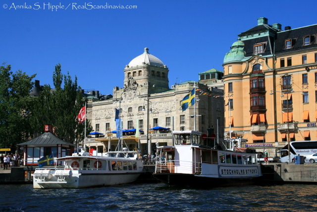 Sightseeing boats at Nybrokajen in front of the Royal Dramatic Theatre.
