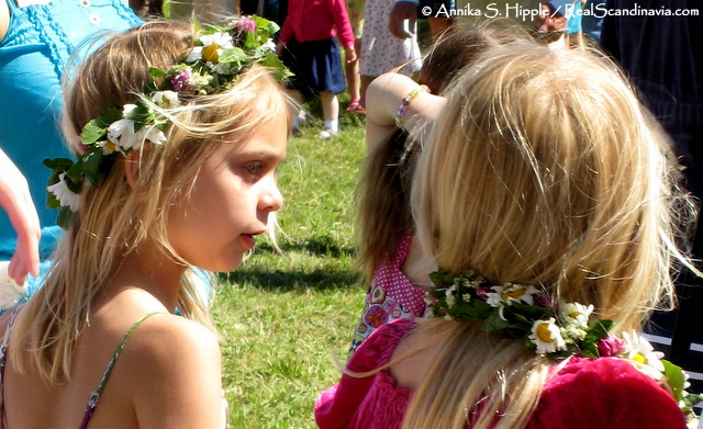 Girls with crowns of flowers on Midsummer