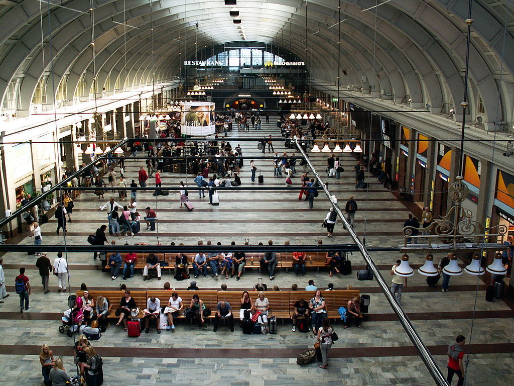 Stockholm_Main_Train_Station_(main_hall)